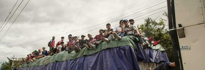 Nueve mil migrantes que marchan a Estados Unidos desde Honduras: enfrentamientos con la policía en Guatemala
