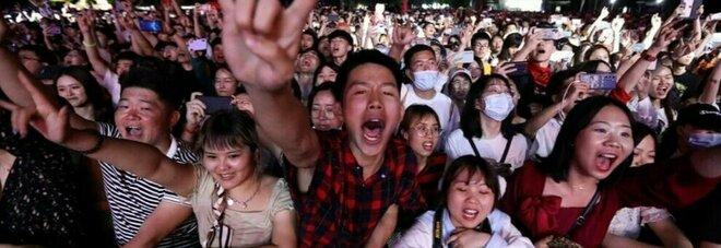 Wuhan, in 11mila al concerto senza mascherine e zero distanziamento