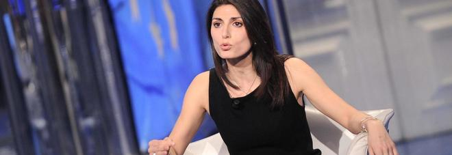 Virginia Raggi, la grillina in look sexy e total black da Vespa