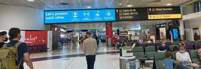 Covid, la Gran Bretagna: «Arrivi dall'estero consentiti solo con tampone negativo»