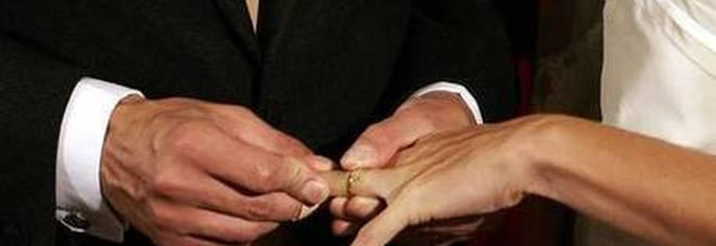 Lei resta incinta, lui la sposa: ma la figlia era dell'amante. Risarcito con 20mila euro