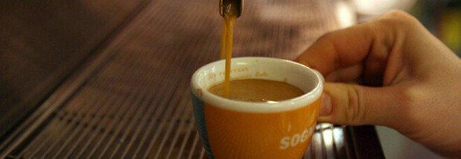 Pompei, due euro per un caffè «sono troppi!», cliente prende a schiaffi il cameriere del bar