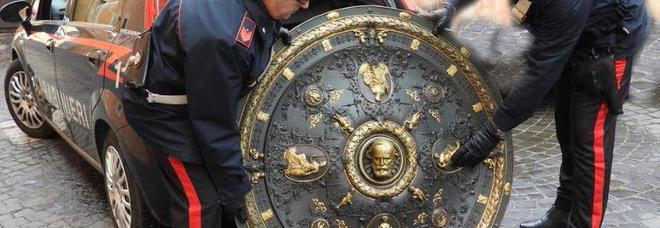 Roma, ritrovato lo «scudo di Garibaldi»: sparito dal Museo del Risorgimento, era a casa di un architetto