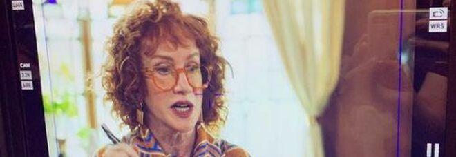 Kathy Griffin: «Ho il tumore ai polmoni. Senza il vaccino sarei stata ancora peggio»