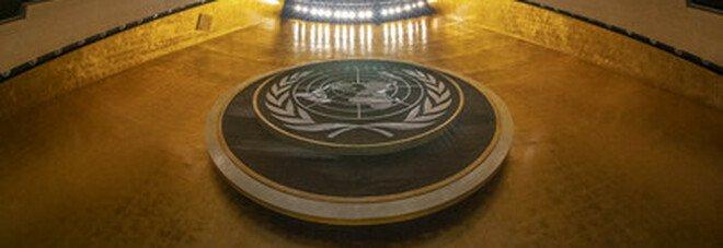Anche l'Onu cede al Covid, il palazzo di vetro resta vuoto: l'Assemblea generale si fa a distanza.