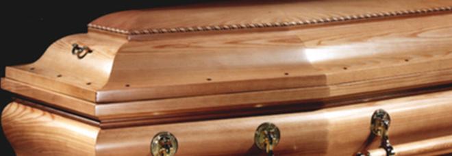 L'anziana morta si risveglia appena prima di essere cremata, il marito: «Credevo di avere le allucinazioni»
