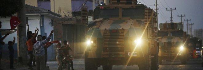 Siria, la Turchia dà l'ok all'offensiva: 11 morti. Via libera alle truppe