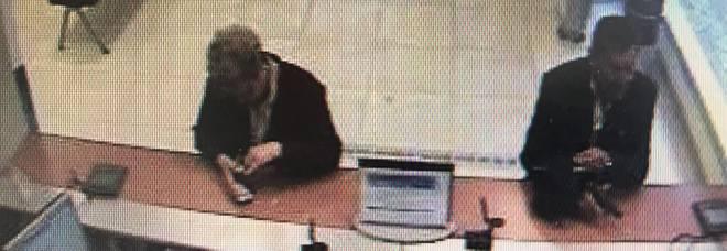 Nove colpi in banca in un mese durante il permesso premio: arrestato a 67 anni il 'rapinatore gentiluomo'