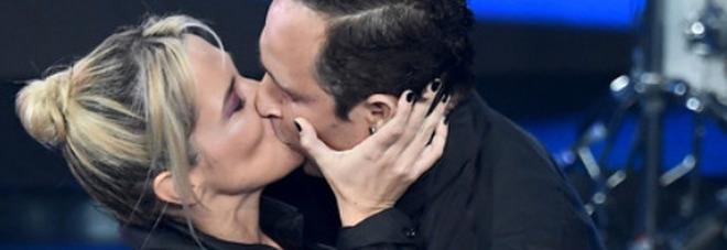 Sanremo 2021. Il VAR della seconda serata. Barra e Santamaria al bacio. Ma è la Pausini che ha la lingua da cammello