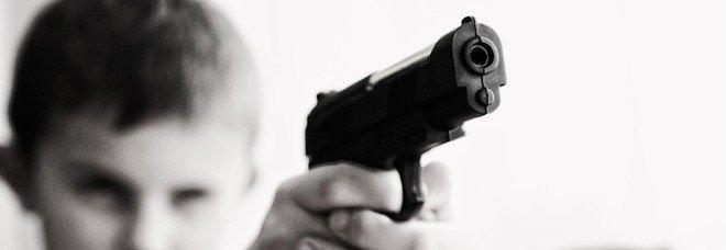 Tragedia in Texas, bambino di tre anni prende la pistola e si ammazza durante la sua festa di compleanno
