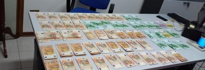 Coppia di cinesi dimentica sul bus un borsone con 45mila euro in contanti