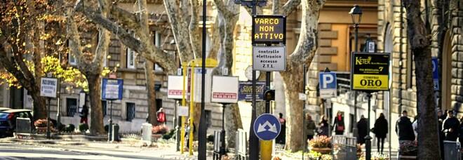 Ztl in centro a Roma, ingressi temporanei consentiti per delivery e Onlus impegnate nel sociale