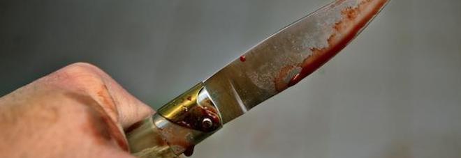 Medico scopre che la fidanzata in passato era un uomo: strangolata, poi cucina il cadavere