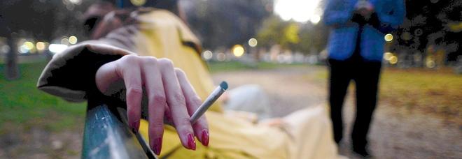 Da domani fumo vietato nei parchi e alle fermate del bus
