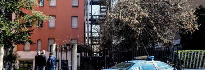 """Giovane 27enne cade da una finestra e muore: giallo in uno studentato. """"Il cadavere in cortile"""""""