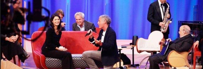 Martedì torna il Maurizio Costanzo Show: Virginia Raggi canta con Massimo Giletti. Tra gli ospiti anche il vice Ministro Sileri