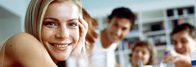 Coronavirus, gli adolescenti in casa reggono bene: le femmine più dei maschi. Ecco perché