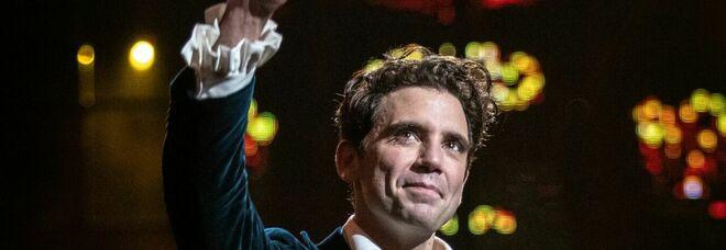 """Mika, il """"Concerto a Versailles"""": «Voglio dimostrare di essere il prodotto dell'incontro tra il mondo classico e quello pop»"""