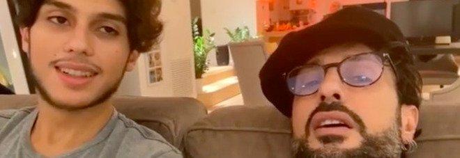 Fabrizio Corona annuncia: «Anche Carlos è positivo al coronavirus». E pubblica il referto del suo tampone