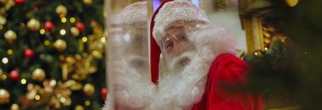 Babbo Natale fa visita in una casa di riposo ma è positivo al Covid: 121 persone infettate e 18 morti