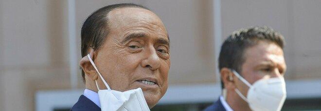 Berlusconi ricoverato da tre settimane, processo Ruby Ter sospeso: «Strascichi del Covid»