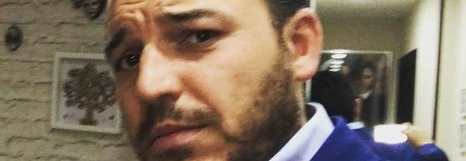Napoli, barbiere ferito a forbiciate da un cliente ...