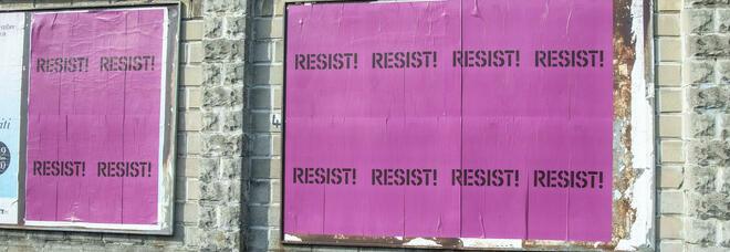 Resist!: cartelli anonimi per Milano. È Roger Waters?
