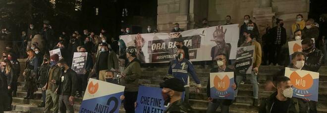 Anche nella Capitale proteste contro il governo: fusti birra svuotati a terra