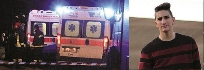 Carambola con tre scooter e un'auto: muore un ragazzo di 16 anni