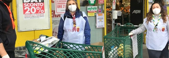 """""""Mercati sociali"""", da Ostia al Tiburtino la distribuzione di generi alimentari per aiutare le famiglie di Roma in difficoltà"""