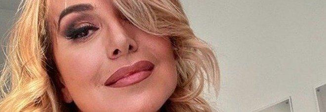 Barbara D'Urso, volano insulti a Pomeriggio 5: «Sei una pagliaccia, pensa al tuo botox»
