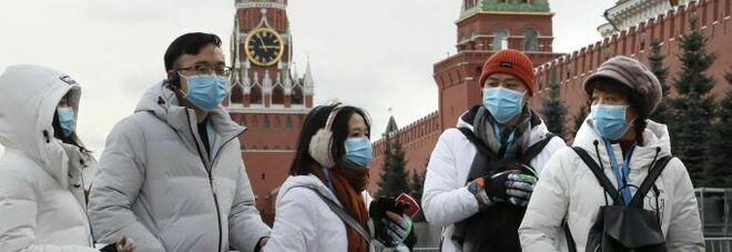 Oltre 20mila contagi al giorno in Russia, ma Mosca riapre bar, ristoranti, discoteche e teatri