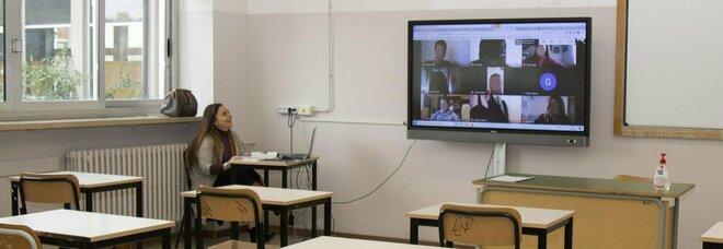Scuola, i docenti in quarantena dovranno assicurare le lezioni online