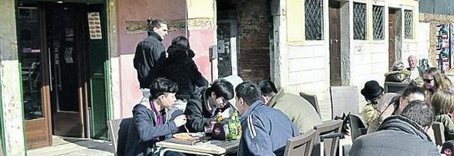 Comprati dai cinesi: altri tre storici bar del centro di Venezia si sono arresi