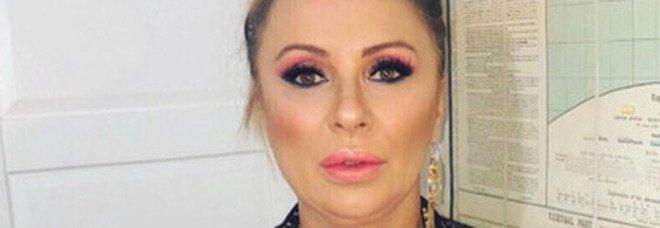 Tina Cipollari derubata in un bar a Roma, scatta la denuncia: individuato il ladro