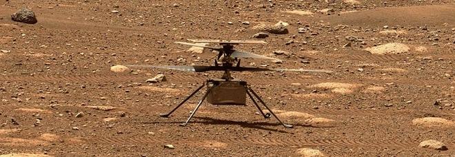 Marte, il drone Ingenuity immortala il Pianeta Rosso in tre foto. Ed appare il rover Perseverance