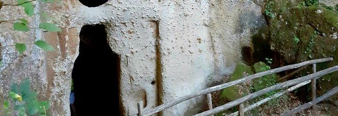 Luoghi del mistero lungo la verde valle del Fiora: dall'Eremo di Poggio Conte a Ponte San Pietro