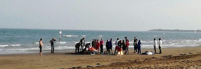 Matrimonio In Spiaggia Ugento : Udine promessa di matrimonio in paracadute il testimone di nozze