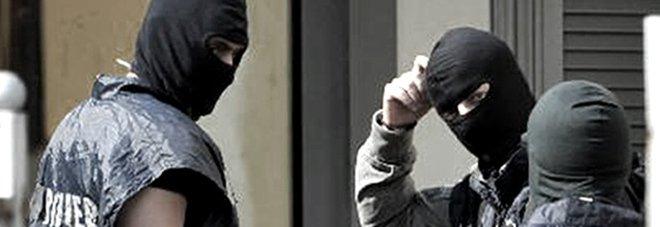 Imponevano il pizzo ai commercianti: 11 arresti. Il capo clan è figlio di un boss di Cosa Nostra