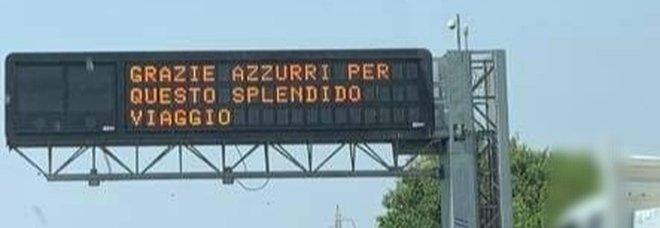 «Grazie azzurri per questo splendido viaggio», il messaggio in autostrada