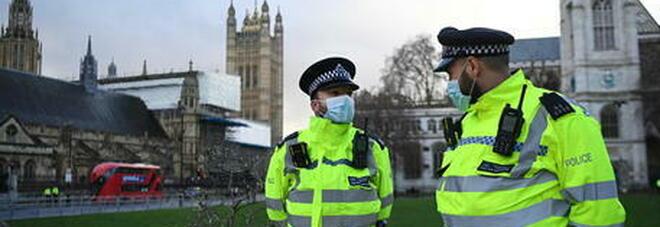 Covid a Londra, crollano casi e morti: ma terapie intensive piene. Il sindaco: «Stiamo uniti»