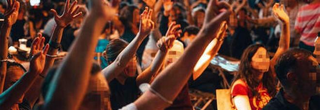 Napoli, battesimo e festa in villa con 100 persone: musica e niente mascherine, fuga all'arrivo dei carabinieri