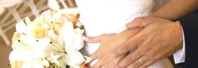 Matrimonio In Rissa : Lo sposo beccato con la testimone di nozze festa