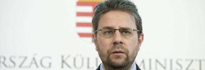 Pedofilia, ex diplomatico con 19mila foto e video di minori sul pc. Ma per lui niente carcere