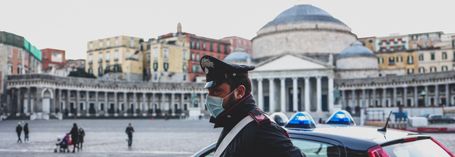 Napoli, 17enne accoltella alla gola l'ex fidanzata in piazza Plebiscito: lo aveva lasciato