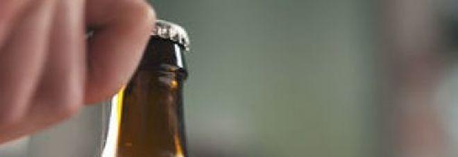 I medici gli trovano una bottiglia nel retto, 60enne si giustifica: «Avevo un forte prurito»