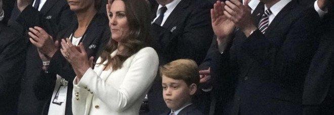 """Kate Middleton, il rimprovero """"choc"""" a George il giorno della finale degli Europei. Interviene William"""