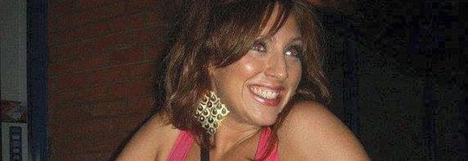 Tutte le amiche si sposano e lei resta single, manager 31enne si uccide per la disperazione
