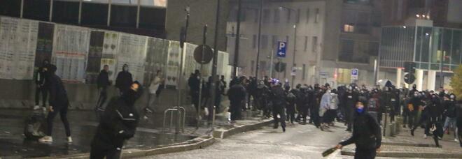 Scontri e saccheggi, 28 fermati a Milano: 10 sono stranieri, 13 minorenni