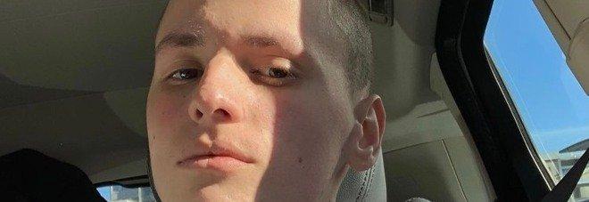 Riccardo, star di TikTok, muore a 17 anni a causa di un tumore: «Aveva raccontato la malattia sui social»